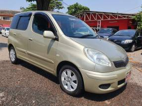 Toyota FunCargo 2005