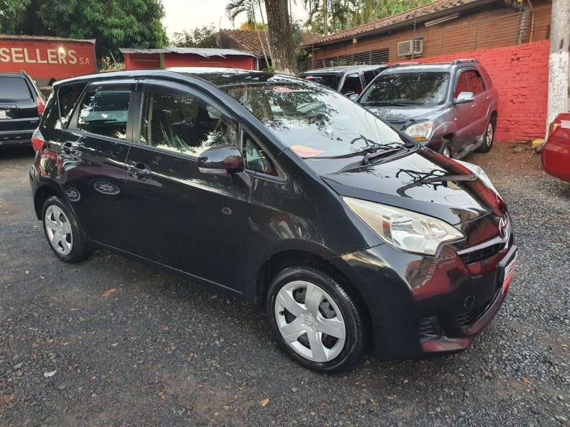 Toyota Ractis 2013 - 4