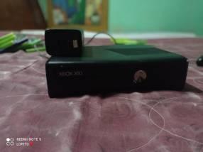 Xbox 360 con 10 juegos cámara kineck y un mando
