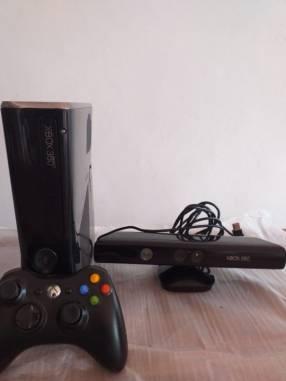 Xbox 360 con Kinect y 40 juegos