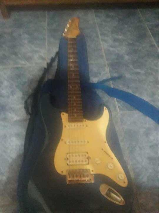 Bajo y guitarra - 1