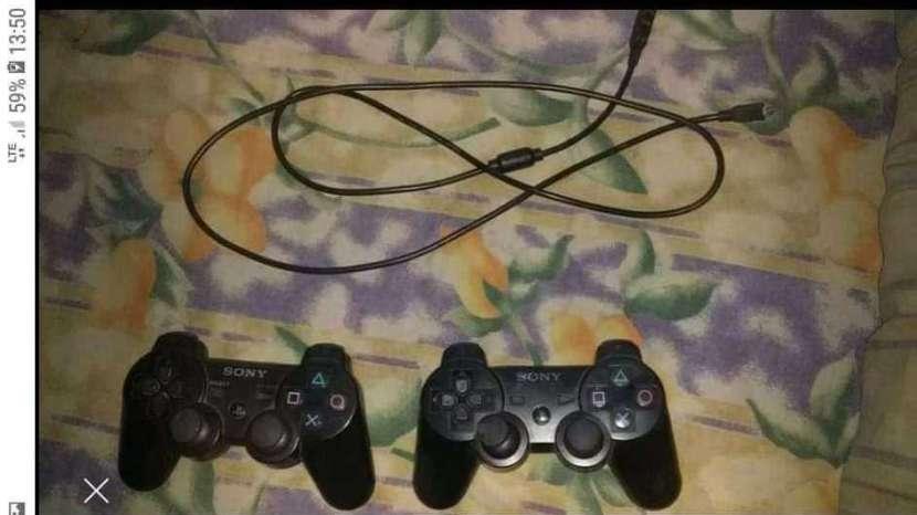 PS3 con 67 juegos y 2 controles - 2