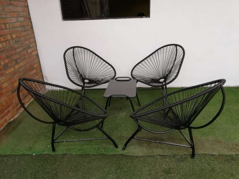 Mesa con 4 sillas - 0