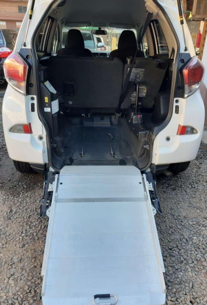 Toyota Ractis 2014 motor vvti 1.5 naftero automático con rampa trasera - 0