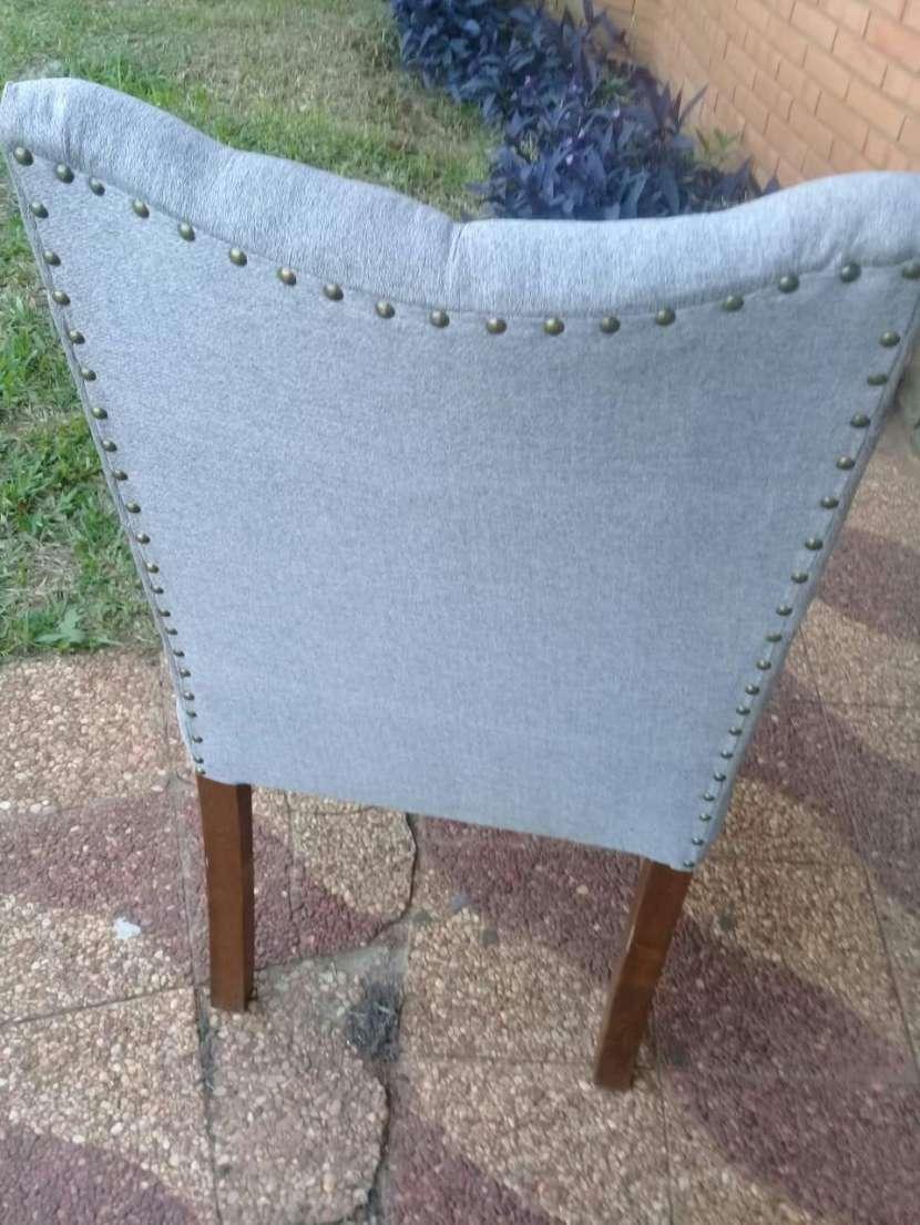 Sillas para comedor tapizadas lisa o capitoneado - 1