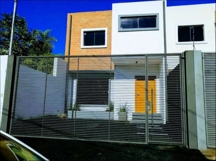 Dúplex tipo casa 3 dormitorios en Las Golondrinas - 1