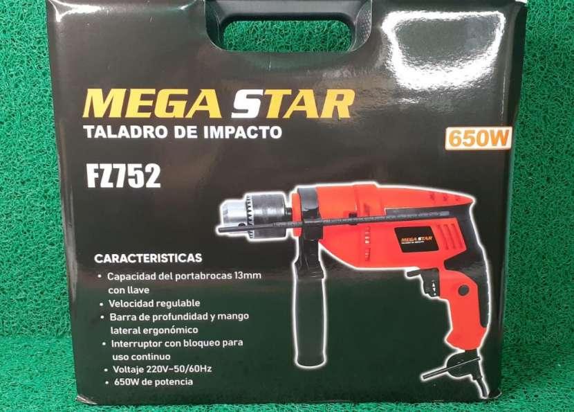 Taladro de impacto Mega Star modelo FZ752 - 1