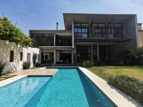 Casa minimalista en Los Laureles - 0