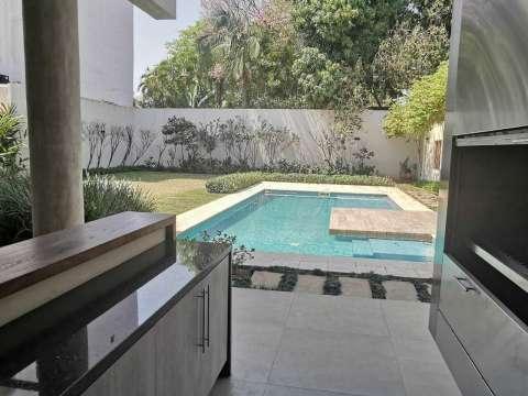 Casa minimalista en Los Laureles - 1