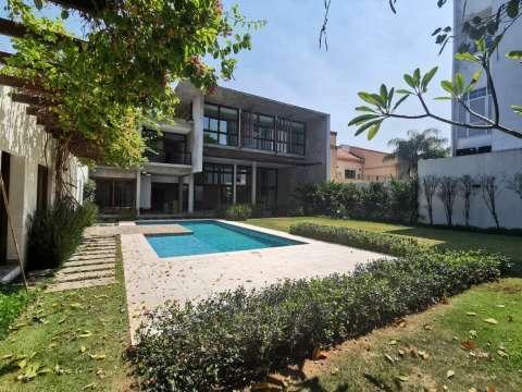 Casa minimalista en Los Laureles - 2