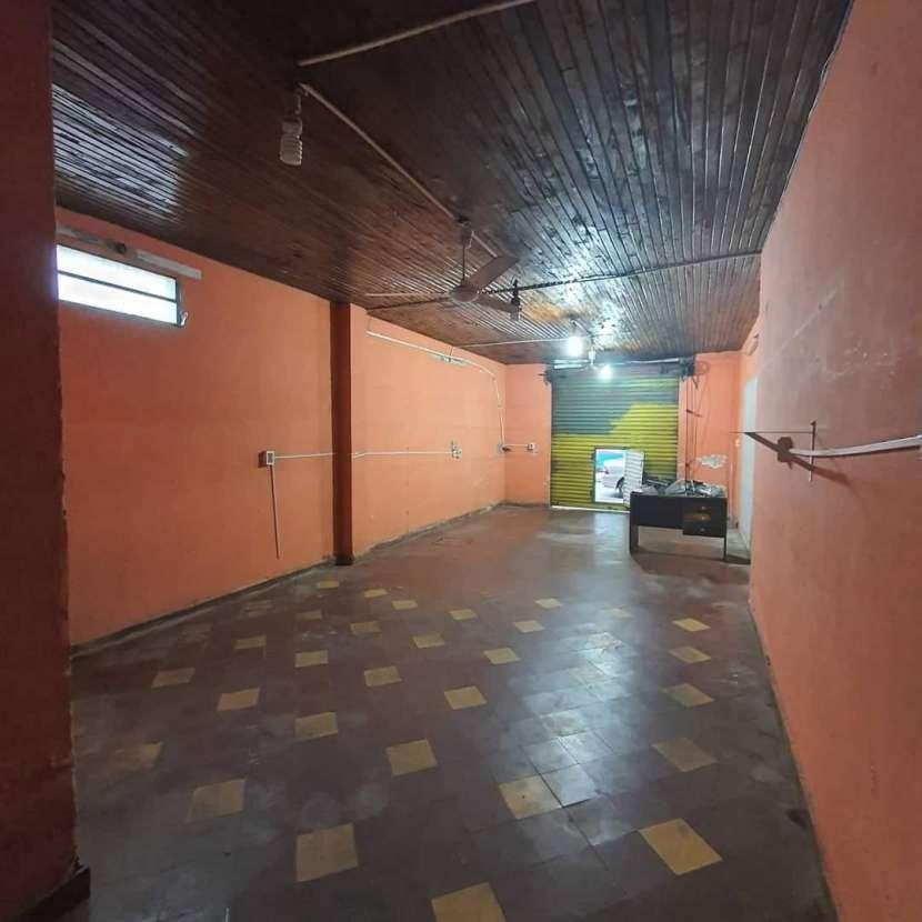 Salón comercial en el centro de Luque - 3