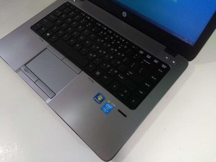 HP EliteBook 14 pulgadas i5 8gb 180gb ssd gráfica AMD - 6