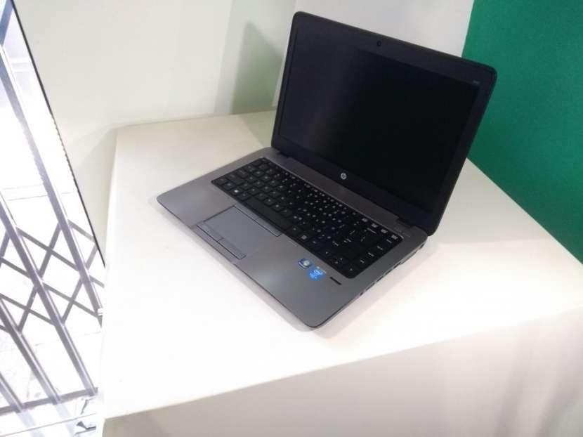 HP EliteBook 14 pulgadas i5 8gb 180gb ssd gráfica AMD - 1
