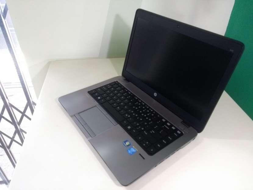 HP EliteBook 14 pulgadas i5 8gb 180gb ssd gráfica AMD - 0