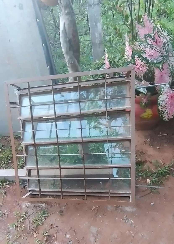 Balancín de 4 hojas con reja y vidrio - 1