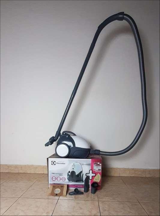 Aspiradora Electrolux neo compact 1200W - 2