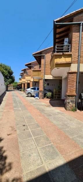 Duplex en condominio zona Shopping del Sol