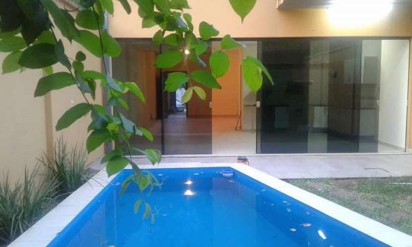 Duplex con piscina en Fernando de la Mora zona Norte - 3