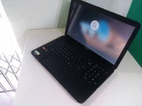 Notebook Toshiba 15 pulgadas 500gb 4fb AMD A6 2.70 gráfica