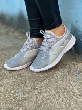 Calzados Nike y Puma