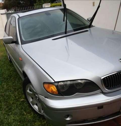 BMW 325i 2004 - 2