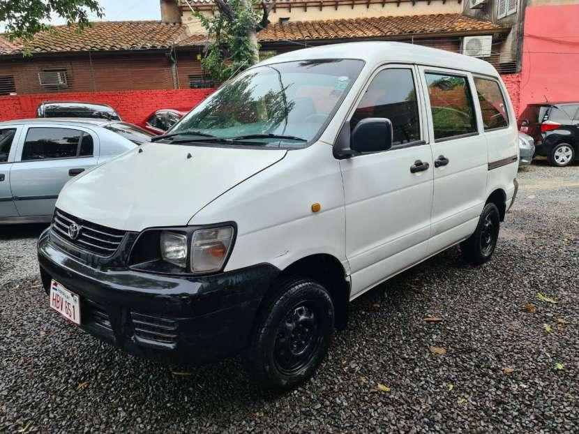 Toyota Noah 2001 - 3