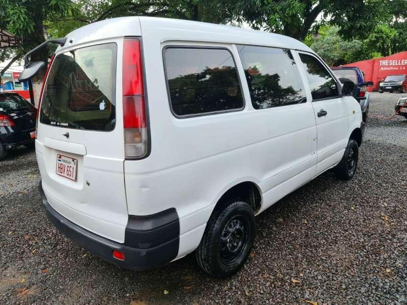 Toyota Noah 2001 - 4