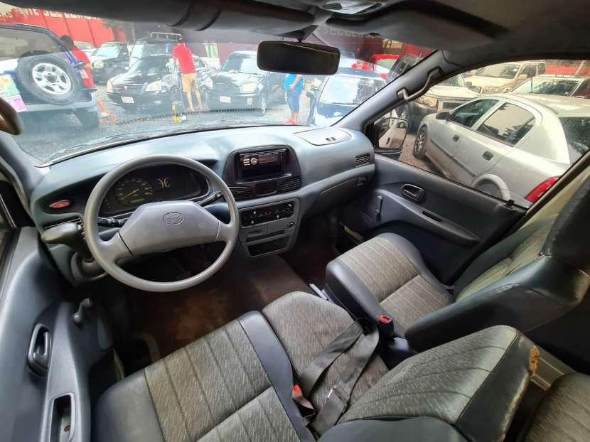 Toyota Noah 2001 - 6