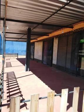 Salones comerciales en esquina en Itauguá