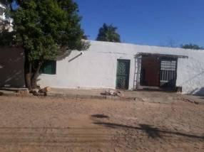 Casa en Barrio Obrero sobre asfalto