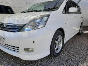Toyota Isis Platana 2005