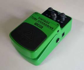 Pedal de overdrive p/ guitarra eléctrica Behringer TO800