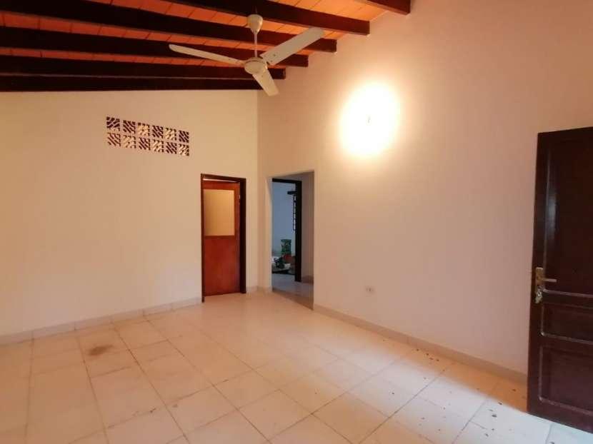 Chalet para vivienda u oficina barrio Mcal. Estigarribia - 2