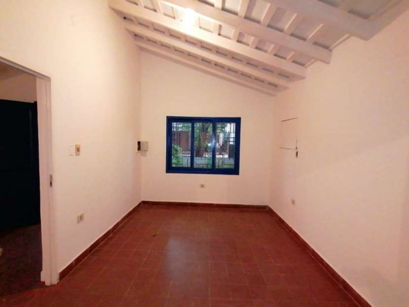 Chalet para vivienda u oficina barrio Mcal. Estigarribia - 4