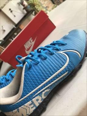 Botín Nike Mercurial todo terreno calce 32