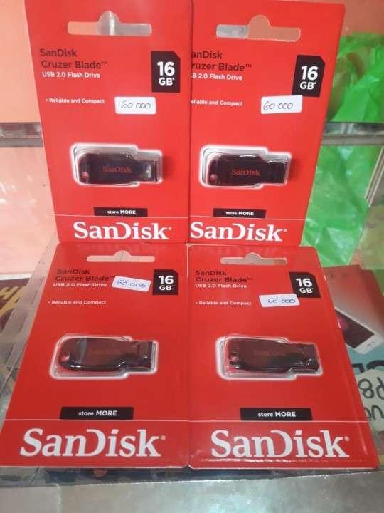 Pendrive de 16 GB SanDisk - 0