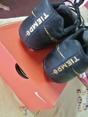 Guante y botín Nike semi nuevos