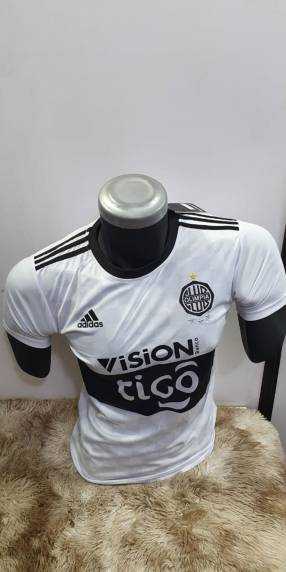 Camisetas de club Olimpia y Cerro Porteño