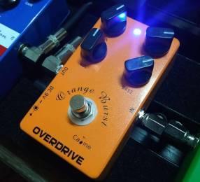 Pedal de Overdrive Caline Orange Burst