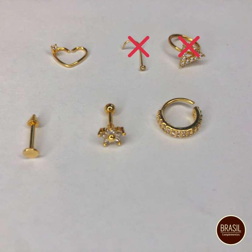 Piercings enchapados en oro y piercing fake - 0