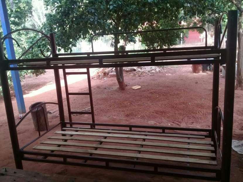 Cama de dos pisos de hierro - 1