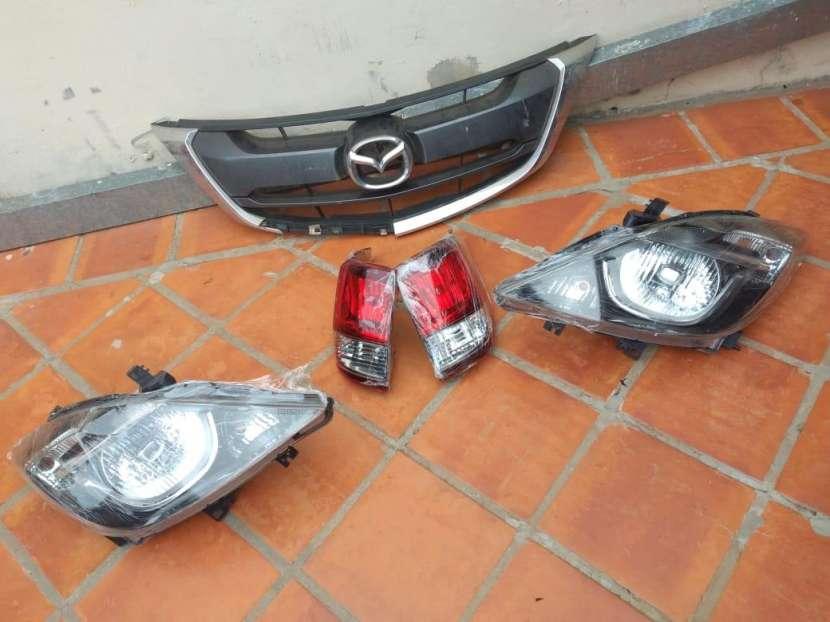 Faros y parrilla de Mazda BT-50 2017-2020 - 0