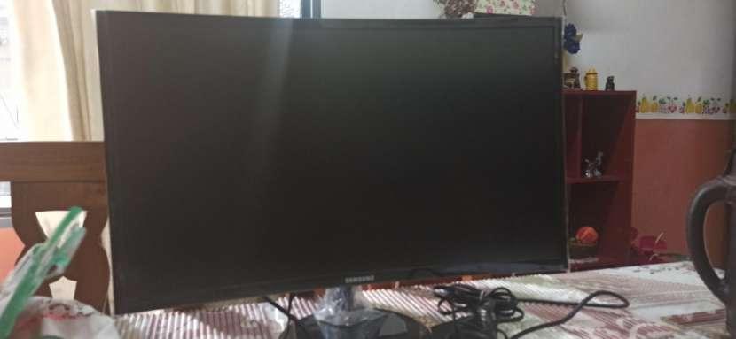 Monitor Samsung curvo 24 pulgadas - 0