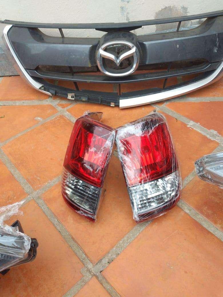 Faros y parrilla de Mazda BT-50 2017-2020 - 3