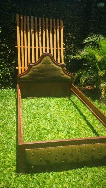 Cama de 2 plazas 1.20 x 2.00 mts con colchón y 2 mesitas - 2