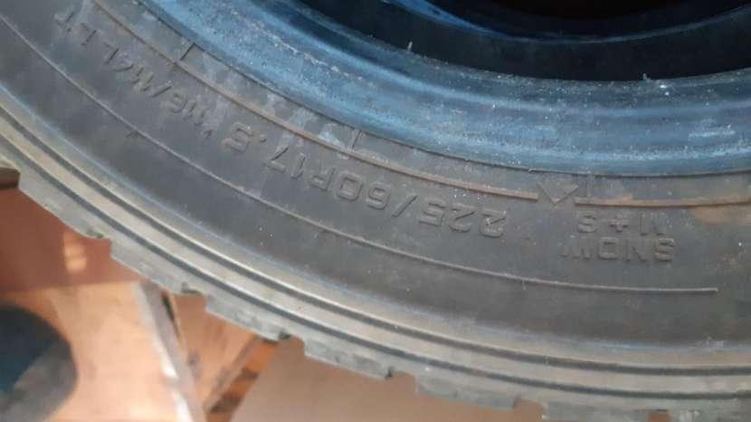 Cubierta para Mercedes Benz 811 - 0