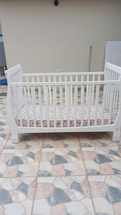 Cuna laqueada de altimira muebles c/ colchón trebol - 2