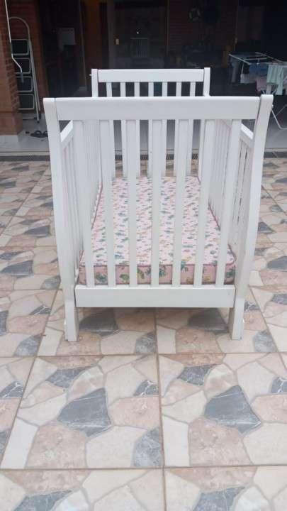 Cuna laqueada de altimira muebles c/ colchón trebol - 1