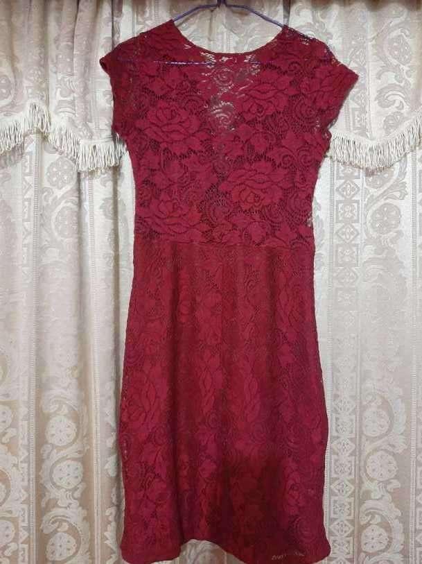 Vestido de encaje rojo talle M - 1