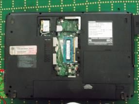 2 netbooks rotas Toshiba y Lenovo